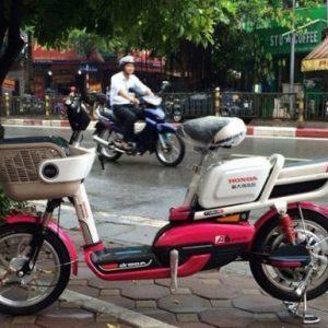 Thay ắc quy xe đạp điện honda