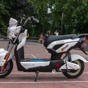 Thay ắc quy xe đạp điện Zoomer
