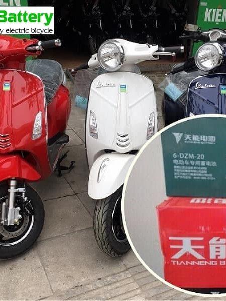 Thay ắc quy xe máy điện Vespa